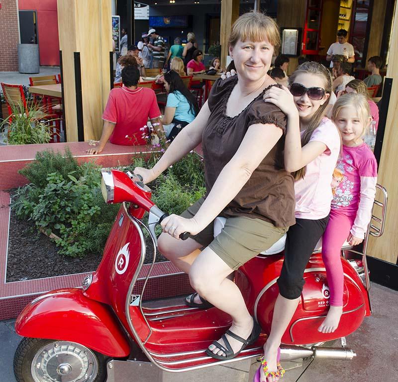 Lisa Universal Family Vacations Orlando Florida - About Us